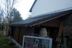 Přístřešek na nářadí a palivové dřevo se zdobenými prvky