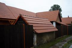 Dřevěný obklad domu, styl roubenka. Dodávali jsme samozřejmě i střešní konstrukci i plášť.