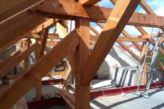 Dodávka nového krovu střechy na poště v Lovčicích