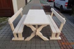 Masivní seslký stůl s lavicemi